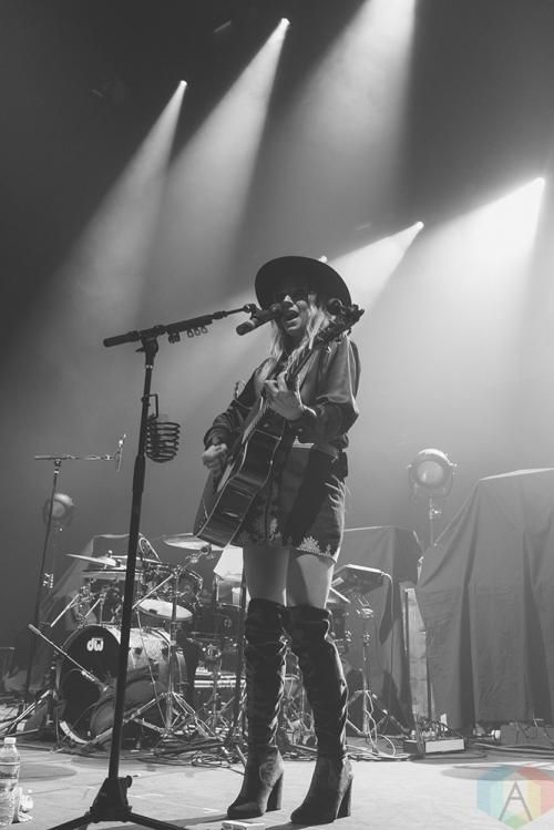 NEW YORK, NY - OCTOBER 21: ZZ Ward performs at Hammerstein Ballroom in New York City on October 21, 2017. (Photo: Gina Garcia/Aesthetic Magazine)