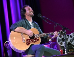 SAN FRANCISCO, CA - NOVEMBER 6: Eddie Vedder performs at The Chapel in San Francisco, California on November 6, 2017. (Photo: Kevin Winter/Getty)