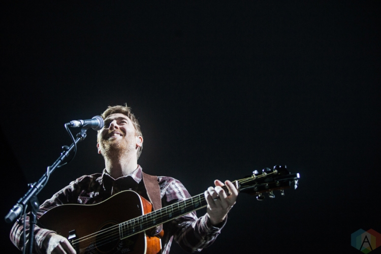 LONDON, UK - NOVEMBER 23: Jamie Lawson performs at Eventim Apollo in London, UK on November 23, 2017. (Photo: Graham Berry/Aesthetic Magazine)