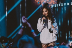 VANCOUVER, BC - MARCH 25: Jessie Reyez attends the Juno Awards at Rogers Arena in Vancouver on March 25, 2018. (Photo: Tim Nugyen/Aesthetic Magazine)