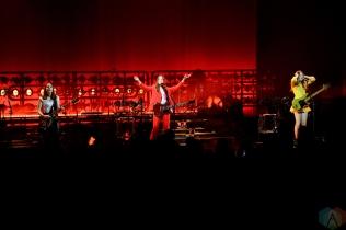 TORONTO, ON - MAY 07: Haim performs at Massey Hall in Toronto on May 07, 2018. (Photo: Julian Avram/Aesthetic Magazine)