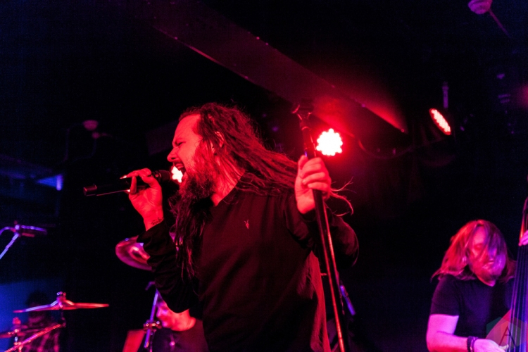 MANCHESTER, UK - JUNE 06: Jonathan Davis performs at Manchester Club Academy in Manchester, UK on June 06, 2018. (Photo: Priti Shikotra/Aesthetic Magazine)