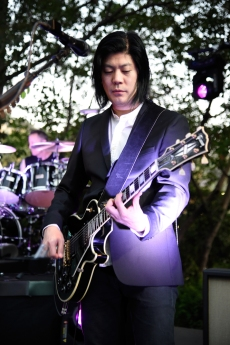 STUDIO CITY, CA - JUNE 28: James Iha of The Smashing Pumpkins performs during the 1979 House Party at a private residence on June 28, 2018 in Studio City, California. (Photo: Kevin Mazur/Getty)