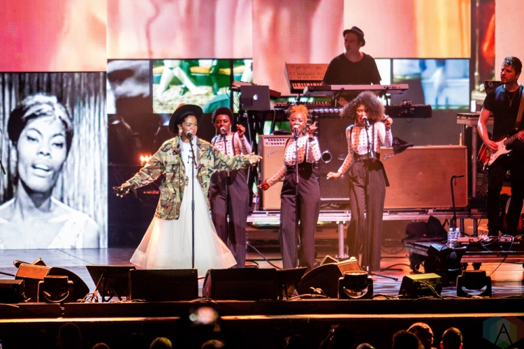 TORONTO, ON - JULY 18: Lauryn Hill performs at Budweiser Stage in Toronto on July 18, 2018. (Photo: Anton Mak/Aesthetic Magazine)