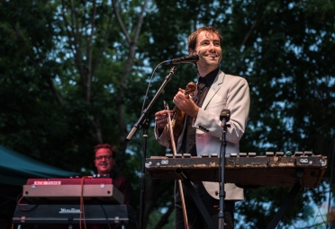 SEATTLE, WA - AUGUST 19: Andrew Bird performs at Woodland Park Zoo in Seattle on August 19, 2018. (Photo: Kevin Tosh/Aesthetic Magazine)