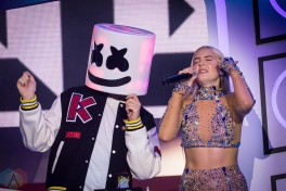 TORONTO, ON - AUGUST 26: Marshmello and Anne-Marie perform at iHeartRadio MMVAs in Toronto, Ontario on August 26, 2018. (Photo: Angelo Marchini/Aesthetic Magazine)
