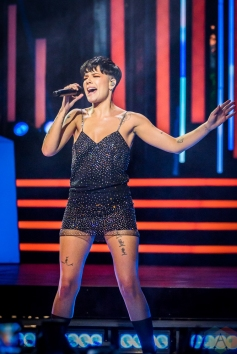 TORONTO, ON - AUGUST 26: Halsey performs at iHeartRadio MMVAs in Toronto, Ontario on August 26, 2018. (Photo: Angelo Marchini/Aesthetic Magazine)