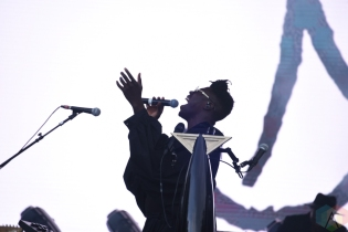 SEATTLE, WA - AUGUST 31: Moses Sumney performs at Bumbershoot Music Festival in Seattle, Washington on August 31, 2018. (Photo: Matt Harding/Aesthetic Magazine)