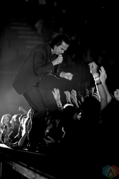 LOS ANGELES, CA - OCTOBER 21: Nick Cave & The Bad Seeds performs at The Forum in Los Angeles, California on October 21, 2018. (Photo: Melanie Escombe/Aesthetic Magazine)