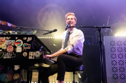 CHICAGO, IL - MARCH 02: Andrew McMahon performs at the Riviera Theatre in Chicago on March 02, 2019. (Photo: Katie Kuropas/Aesthetic Magazine)