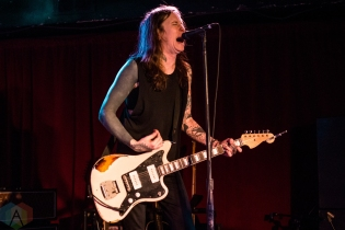 TORONTO, ON - APRIL 12: Laura Jane Grace and The Devouring Mothers performs at Horseshoe Tavern in Toronto on April 12, 2019. (Photo: Joanna Glezakos/Aesthetic Magazine)