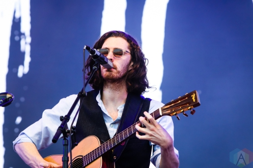MANCHESTER, TN - JUNE 15: Hozier performs at Bonnaroo on June 15, 2019. (Photo: Michael Hurcomb/Aesthetic Magazine)