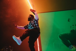 TORONTO, ON - AUGUST 06: Khalid performs at Scotiabank Arena in Toronto on August 06, 2019. (Photo: Stephan Ordonez/Aesthetic Magazine)