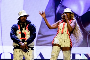 TORONTO, ON - SEPTEMBER 10: Mary J. Blige and Nas perform at Budweiser Stage in Toronto on September 10th, 2019. (Photo: Julian Avram/Aesthetic Magazine)