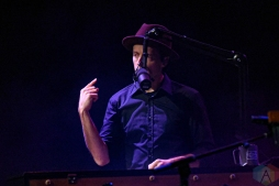 TORONTO, ON - NOVEMBER 19: Jason Mraz performs at Queen Elizabeth Theatre in Toronto on November 19, 2019. (Photo: Natasha Kopunovic/Aesthetic Magazine)
