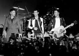 LOS ANGELES, CALIFORNIA - JANUARY 25: (L-R) Nick Jonas, Joe Jonas and Kevin Jonas of 'The Jonas Brothers' perform at the Hollywood Palladium In Los Angeles on January 25, 2020. (Photo: Koury Angelo/Getty)