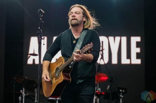 EDMONTON, AB – Aug. 21: Alan Doyle performs at the Racetrack Infield in Edmonton, AB. on August 21, 2021. (Photo: Tyler Roberts/Aesthetic Magazine)