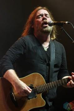 TORONTO, ON – Aug. 28: Alan Doyle performs at Budweiser Stage in Toronto, Ontario on August 28, 2021. (Photo: Curtis Sindrey/Aesthetic Magazine)