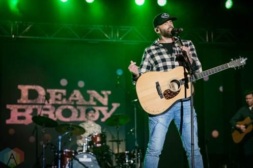EDMONTON, AB – Aug. 22: Dean Brody performs at the Racetrack Infield in Edmonton, Alberta. on August 22, 2021. (Photo: Tyler Roberts/Aesthetic Magazine)
