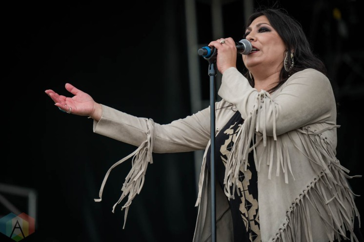 EDMONTON, AB – Aug. 8: Stephanie Harpe Experience performs at the Racetrack Infield in Edmonton, AB. on August 8, 2021. (Photo: Tyler Roberts/Aesthetic Magazine)