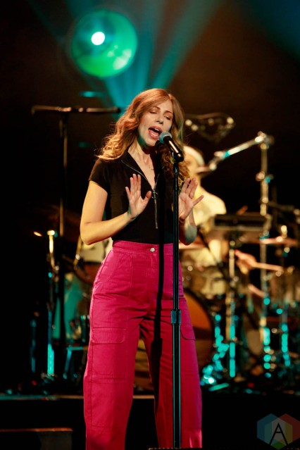 LOS ANGELES, CA. - OCT. 02: Lake Street Dive performs at the Wiltern in Los Angeles, CA on October 02, 2021. (Photo: James Alvarez/Aesthetic Magazine)